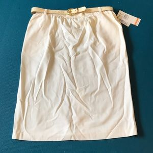 Alfred Dunner size 18 ivory skirt with belt